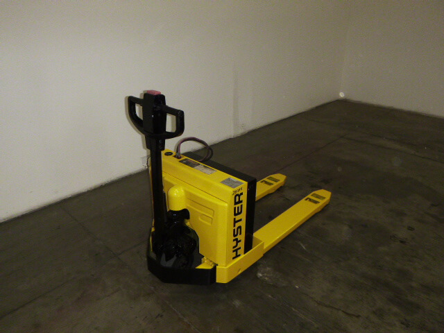Hyster 4 000lb w40xt electric pallet jack for Motorized pallet jack rental
