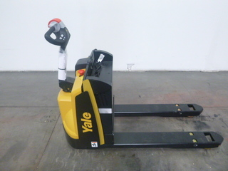 Yale 4500lb mpb045 electric pallet jack for Motorized pallet jack rental